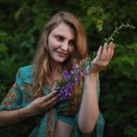 Девушка с лесным цветком :: Александр Маточкин