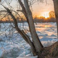 Закат у замёрзающей  реки :: Любовь Потеряхина