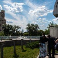Очередь к телескопу на крыше Московского планетария :: Владимир Безбородов