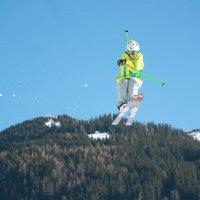 Лыжник в прыжке :: Мария Самохина