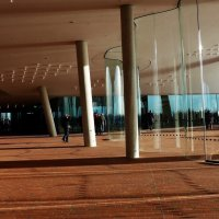 Смотровая площадка филармонии Гамбурга (серия).Стекло и колонны :: Nina Yudicheva