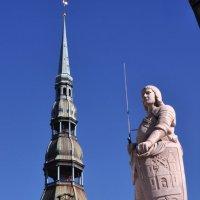 Статуя Роланда в Риге на Ра́тушной площади. :: Юленька Шуховцева*
