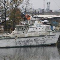 Катер командующего флотом на пенсии... :: Olga