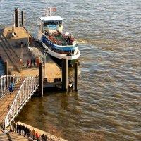 Смотровая площадка филармонии Гамбурга (серия). У пристани :: Nina Yudicheva