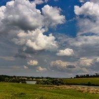 Под голубыми небесами, великолепными коврами... :: Павел Петрович Тодоров