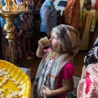 Дети в сельском Храме :: Сергей Шичанин