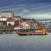 Прогулочный кораблик в Порту :: Ирина Лепнёва