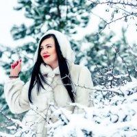 Девушка на снежном пейзаже :: Марина Алексеева