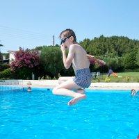 Прыжок в бассейн. :: saratin sergey