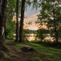 На берегу озера :: Сергей Шабуневич