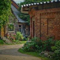 старый, уютный дворик. :: Ирэна Мазакина