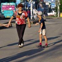 Бабушка и внуки. :: Валерий Молоток