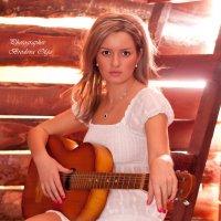 Девушка с гитарой :: Ольга Бродова