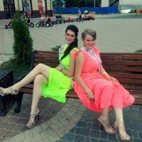 Девочки на лавочке :: Маргарита Бородавко