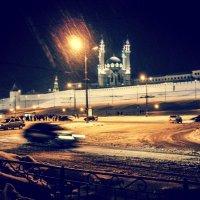 Снежный буран казанской зимней ночью :: Андрей Головкин