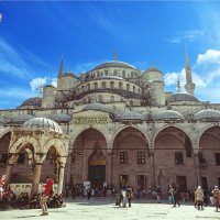 Внутренний двор Голубой мечети (Султанахмет) в Стамбуле :: Ирина Лепнёва