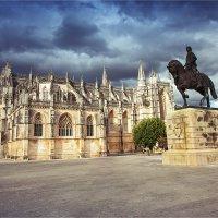 Монастырь Санта-Мария да Витория в Баталье, Португалия и памятник Нуно Альвареш Перейра :: Ирина Лепнёва