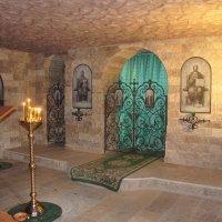 В нижнем пещерном храме в честь собора преп.отцов Киево-Печерских :: Елена Павлова (Смолова)