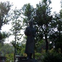 Памятник Григорию Сковороде :: Наталья Джикидзе (Берёзина)