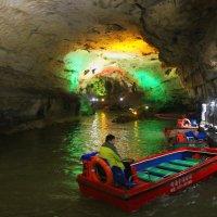 Подземная река в пещере Жёлтого Дракона. :: Николай Карандашев