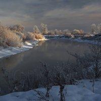 На протоке зимним днём... :: Александр Попов
