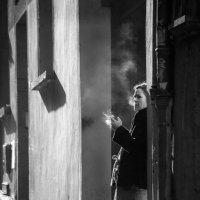 Сигаретный дым в старом городе :: Наталия