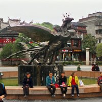 Птица феникс - символ города Фэнхуан. :: Николай Карандашев