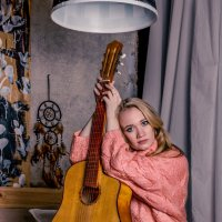 Девушка с гитарой :: Андрей Неуймин