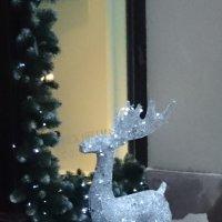 Дед Мороз припарковался и отправился за подарками... :: Galina194701