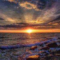 Хочу с тобой встречать закат у моря, когда взорвется горизонт пожаром... :: Игорь Карпенко