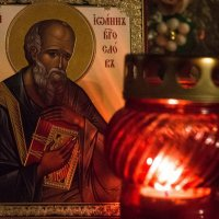 Горит лампадка пред иконой :: Oksana