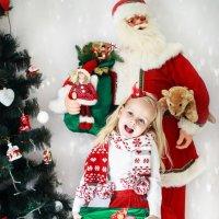 Время получать подарочки :: Alena Busik