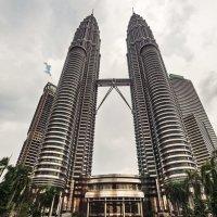 Башни Петронас... Куала-Лумпур,Малайзия. :: Александр Вивчарик