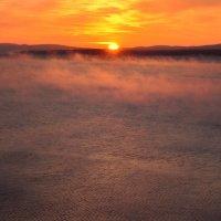 Рассвет, над заливом замерзающим... :: Михалыч