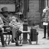 Две девицы под окном... :: Сергей Николаевич