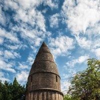 Сарла-ла-Канеда. Под небом голубым есть город золотой. Башня Святого Бернара :: Надежда Лаптева