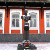 Памятник Великому Князю Михаилу Александровичу Романову. :: Борис Митрохин