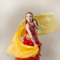 Девочка с желтой шалью :: Олег Дроздов