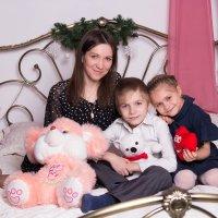 Семья с мягкими игрушками в студии :: Valentina Zaytseva