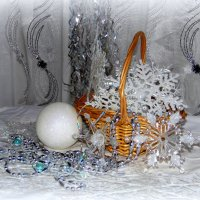 Новогодние снежинки собрала в свою корзинку. :: nadyasilyuk Вознюк