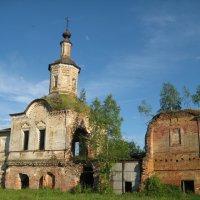 Храм в деревне Первомайское :: Алексей Хохлов