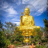 Вьетнам. Гигантская статуя Будды в Далате. :: Андрей Ярославцев