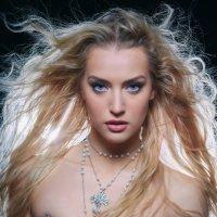 блондинка :: Лаура Версаче