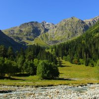 Архыз. Утро в Софийской долине. Вид на Софийский хребет и долину реки Ак-Айры. :: Vladimir 070549