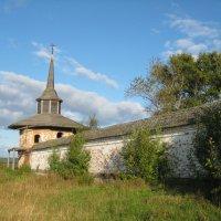 Морозовица, стены Троице-Гледенского монастыря :: Алексей Хохлов