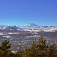 Пятигорск на фоне Эльбруса :: Николай Николенко