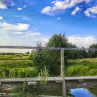 Над речкой деревянный мостик. :: Игорь Карпенко