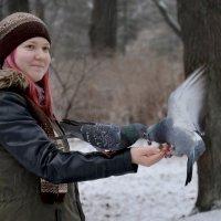 Девочка и голуби :: Наталия П