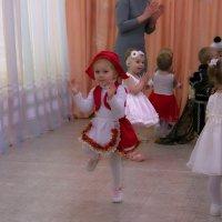 Красная шапочка :: Валерий Лазарев
