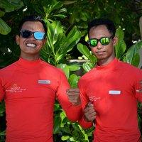 Спасатели Tri и Ari (отель Mulia Resort) :: Асылбек Айманов